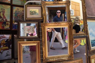 В зеркалах Афинв зеркала рынок блошинный