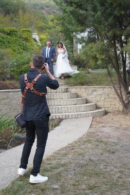 Выход невесты . осень свадьба невеста съёмка