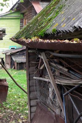 ..подворье.. деревня дом двор сарай всякая всячина
