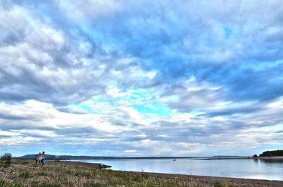Берег залива небо море река водохранилище