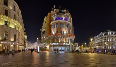 Москва. Вид на Никольскую улицу и Театральный проезд со стороны Лубянской площади