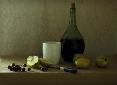 Натюрморт с белой кружкой Натюрморт композиция равновесие контраст чашка бутылка