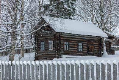 Маленький прелестный домик дом деревня зима снег