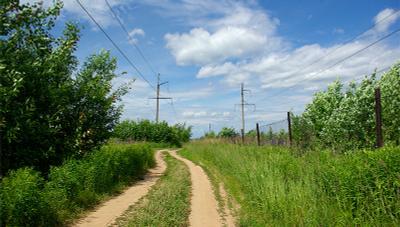 полевая дорога полевая дорога линия электропередачи забор
