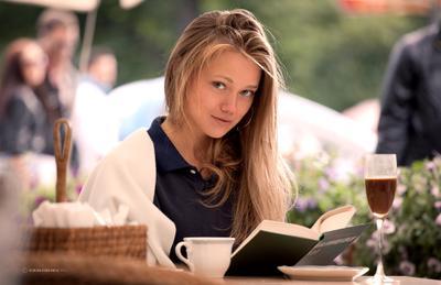 Вы что, девушка, читаете? книга, девушка, кафе