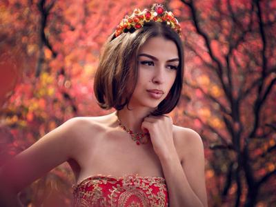Мария девушка портрет осень