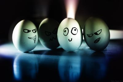 злые яйца