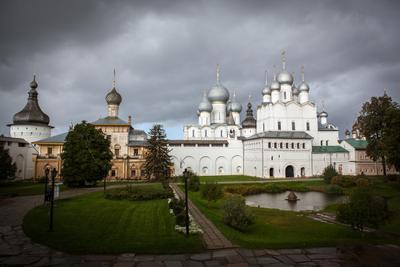 Ростовский кремль перед дождём Ростов Великий Ярославская область осень облака дождь Кремль