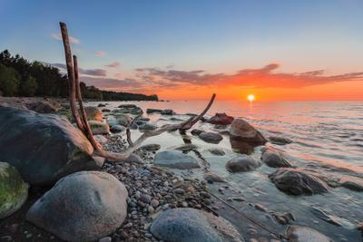 *** море вода камни закат золотой час небо цвета бревно