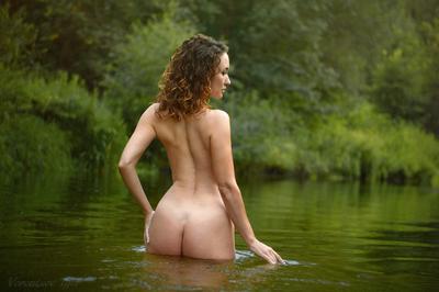 *** девушка ню грудь обнажённая красивая голая река природа nude
