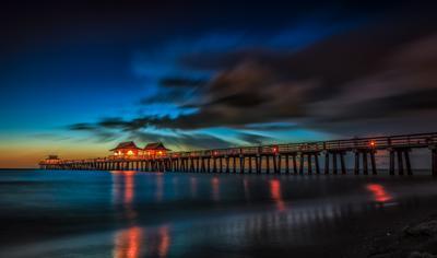 Пирс после заката Пирс океан ночь