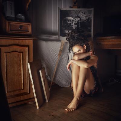 Hideout девушка модель замкнутость художник тишина тьма дреды взгляд тело искусство Россия Краснодар