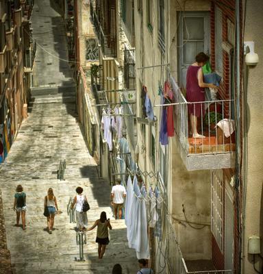 Жара. Июль. Картахена. город люди Испания