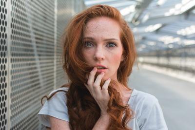 Рыжуля девушка портрет рыжая метро