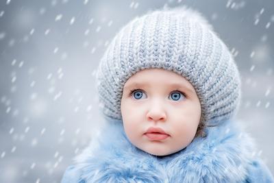 Первый снег Девочка ребёнок снег голубые глаза портрет милый