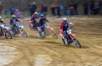 Финальный заезд мотокросс соревнование мотоциклист