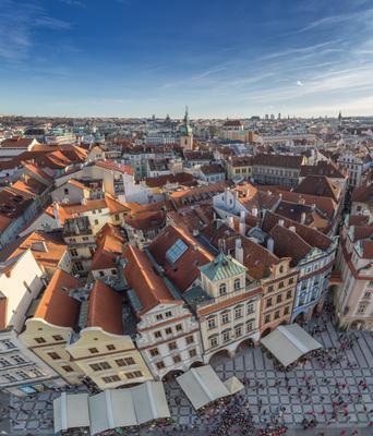 Вид с ратуши Чехия Прага Староместская площадь ратуша декабрь рождество зима город крыши башня