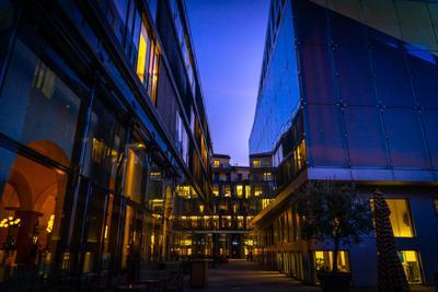 Городская суета архитектура город здания вечер