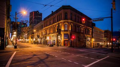 Тиха Рождественская ночь Ванкувер Рождественский вечер Безлюдный центр города дома улицы фонари