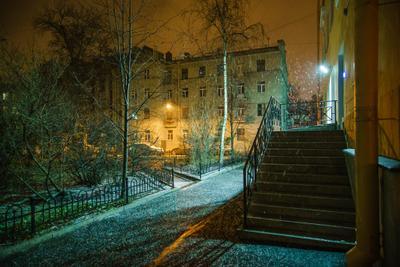 Первый снег в Петербурге Петроградка петроградская снег осень цвет желтый зеленый город ночь фонарь