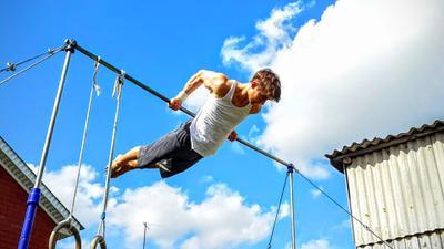 Гимнастический элемент гимнастика спорт Дюмеево перекладина лето тренировка
