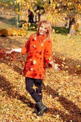 дождь из листьев осень лето солнце крастота портрет