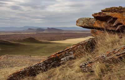 Каменные стражи долины Онло. Хакасия Сундуки