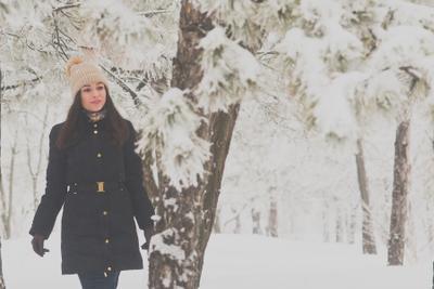 красота повсюду снег зима мороз время года девушка лес