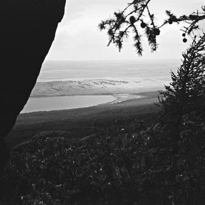 Пролетая... озеро талкас природа простор чб пейзаж тишина