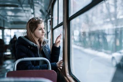 *** Киев трамвай девушка отражение жанр дорога