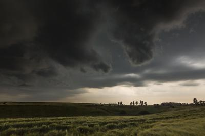 Зловещие облака гроза облака лето поле природа грозовые
