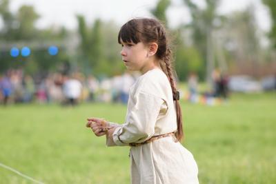 Девочка в поле дети