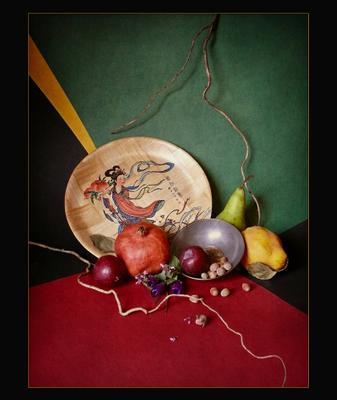 Фрукты с азиатской тарелкой натюрморт с гранатом азиатской тарелкой айва груша