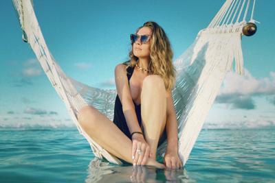 *** Пляж гамак солнечно океан голубой девушка загар лето