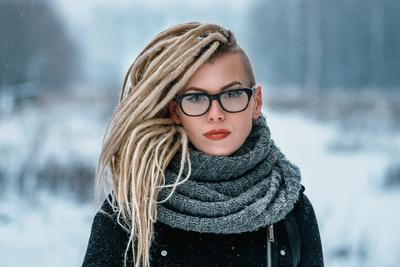 Люба девушка портрет улица