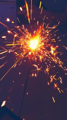 Бенгальские огни бенгальские огни новый год праздник искры макро