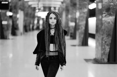 *** Портрет девушка метро дреды станция