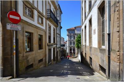 Улочка в Сантьяго-де-Компостела Сантьяго-де-Компостела Испания