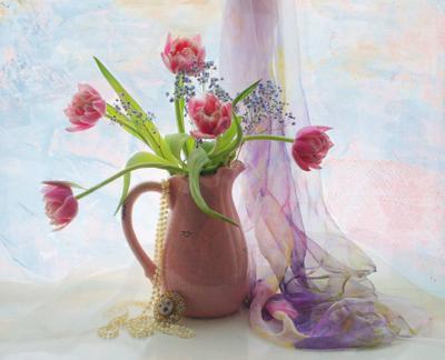 Тюльпаны тюльпаны бусы натюрморт Хохлова Наталья