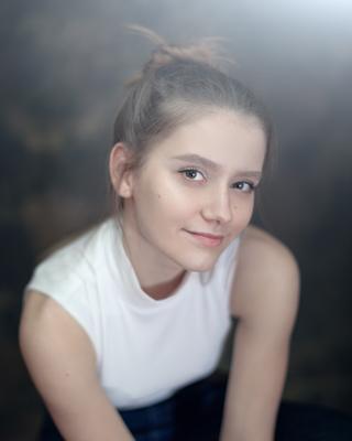 *** девушка юность портрет