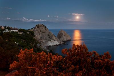 Вечерняя... крым море луна лунная дорожка берег скалы небо вечер пейзаж