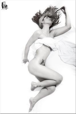 Noches de blanco saten 2 nude model studio clave alta cpv1968 B W