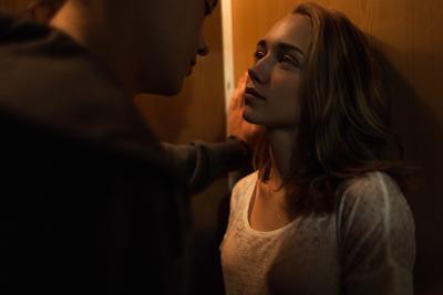 feelings девушка парень лифт любовь свет взгляд глаза чувства