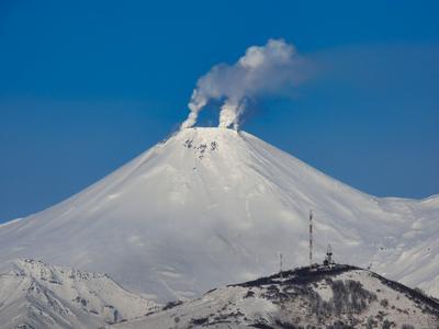 дымящий Авача вулкан горы Камчатка ноябрь рейд