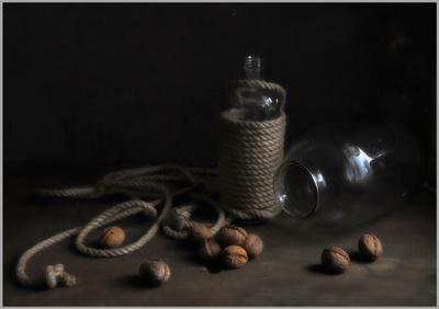 ..... Стекло и орехи..... предметы свет идея гармония композиция