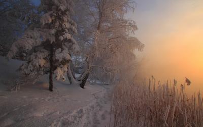 рисует вечер на реке река Миасс, Южный Урал, закат, туман