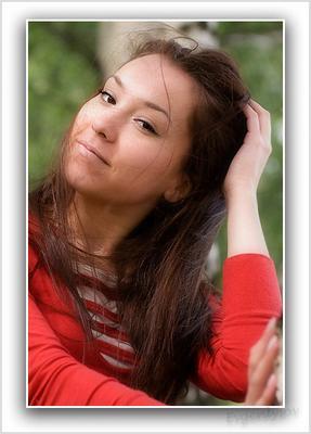 Даша портрет девушки в красной кофточке