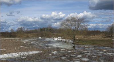 Апрельский этюд c артефактами ... Волга апрель