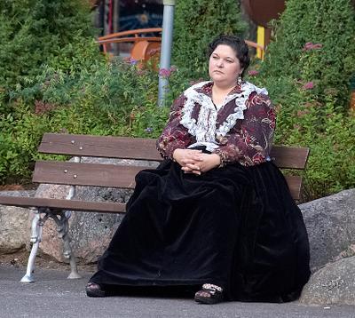 Женщина в кринолине Финляндия Коувола женщина национальный наряд