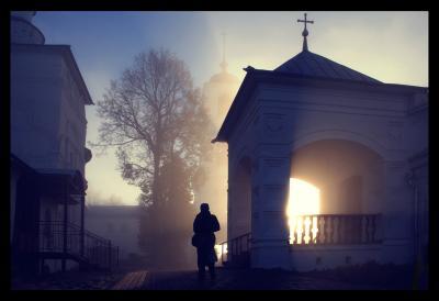 В монастыре монастырь рассвет туман